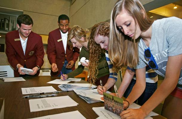 Students write thank you notes to award donors